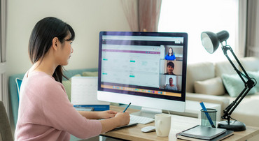 Together, patent experts and customers searched patent databases via an online meeting solution. Photo: iStock
